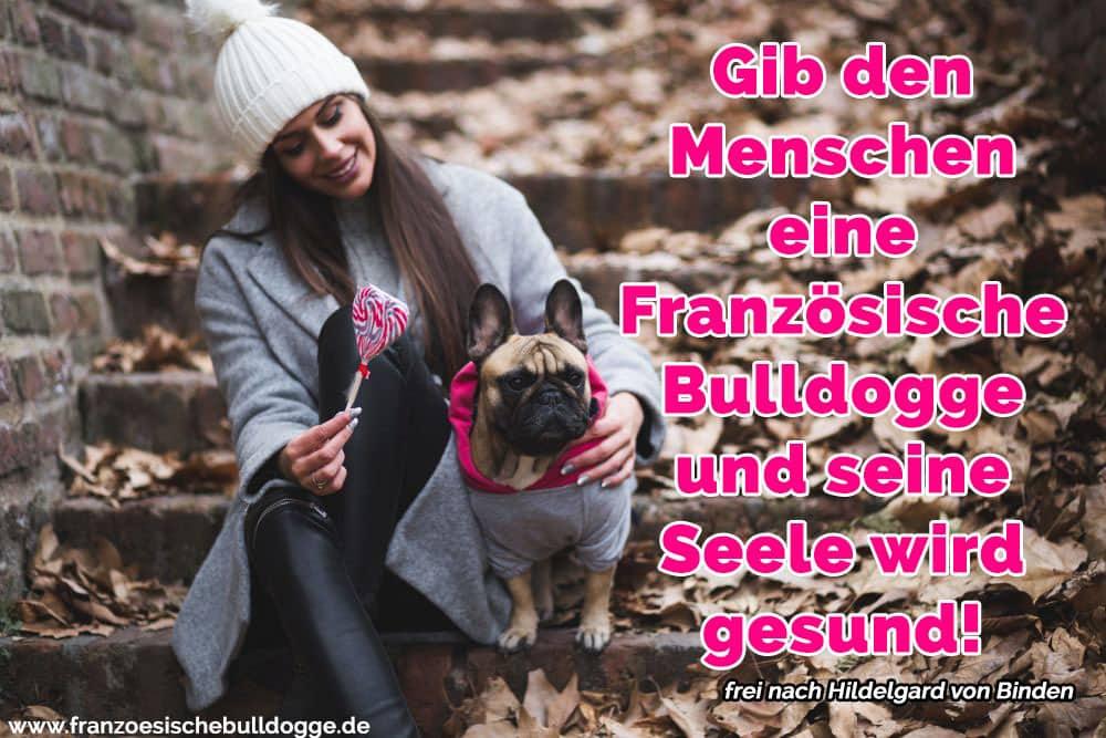 Ein Mädchen und ihr Französisch Bulldog in Treppenhaus
